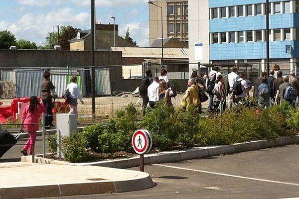 Des passagers arrivant par TGV de Paris ont été contraints de descendre à la gare du Mans et de finir le trajet en car.