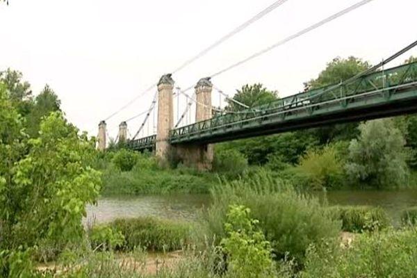 Le pont de Chatillon-sur-Loire (Loiret) en été