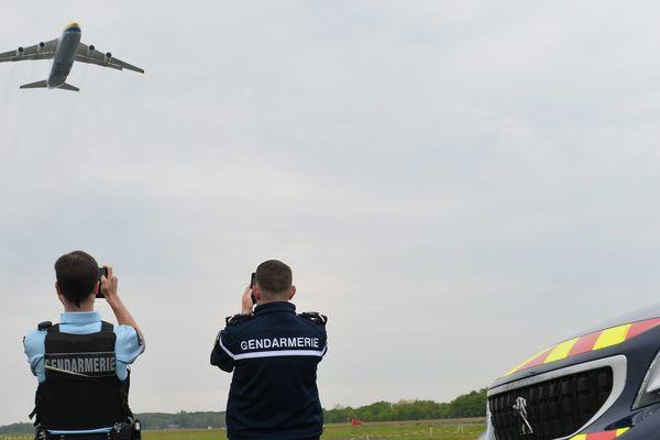 Un avion Antonov en provennace de Chine livre des masques à l'aéroport de Nantes Atlantique le 13 avril 2020