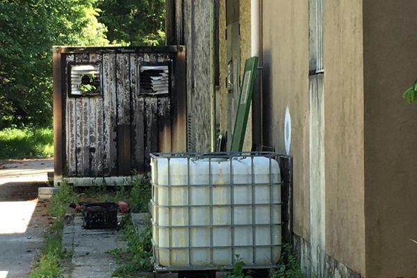Les locaux techniques d'une antenne-relais de Jarrie (Isère) ont été incendiés.