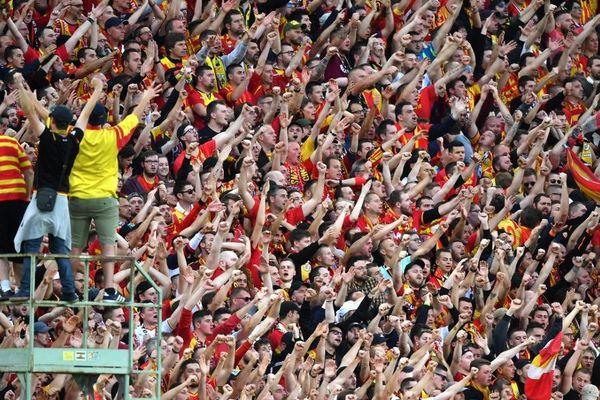 Les ultras du RC Lens au Stade Bollaert-Delelis en mai dernier.