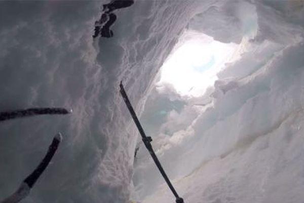 Le randonneur italien avait enjambé une barrière indiquant clairement les dangers auxquels il s'exposait. Il est tombé dans une crevasse à hauteur du col de Toule, en France.