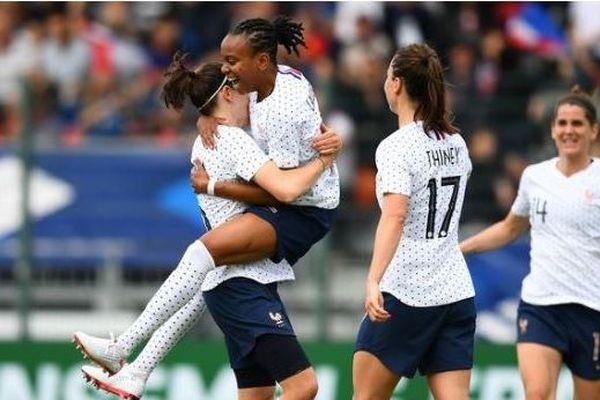 Les Bleues réalisent l'essentiel et s'imposent largement contre la Thaïlande  (3-0)