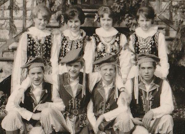 Chaque paroisse avait un groupe folklorique