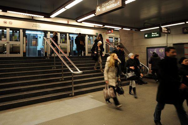 A l'intérieur d'une station de métro de Lille.