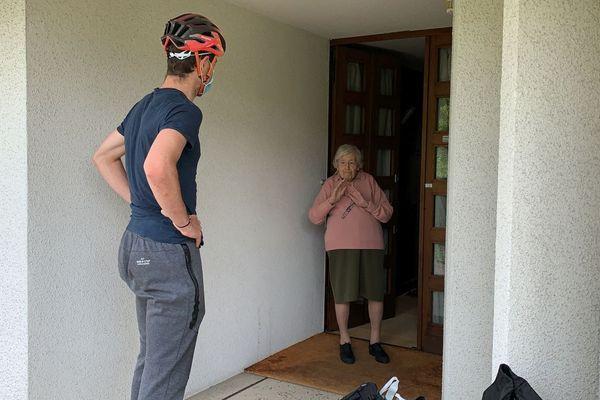 Des sportifs qui effectuent des livraisons à vélo auprès des personnes vulnérables c'est le projet mené par les Supers Livreur.se.s à Clermont-Ferrand.