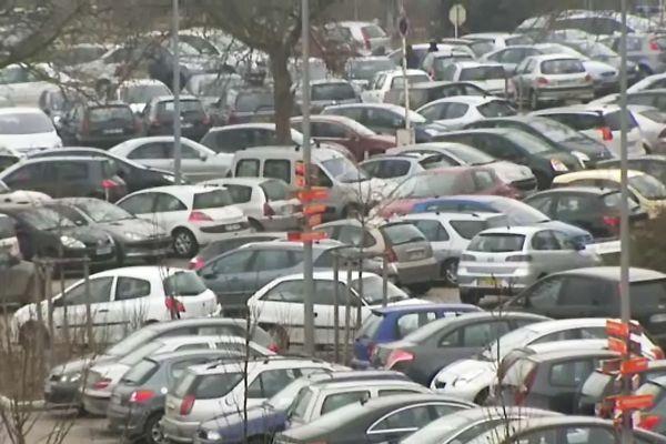 Le parking est actuellement trop petit et inadapté.