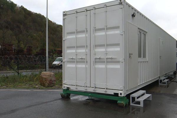 Ce conteneur a été spécialement aménagé pour être totalement étanche. Il peut servir de zone de confinement dans les zones Seveso.
