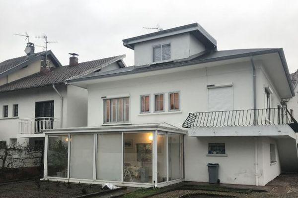 L'octogénaire résidait dans cette maison, à Vieux-Charmont.