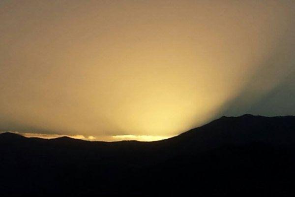 ILLUSTRATION - Lever de soleil en Corse