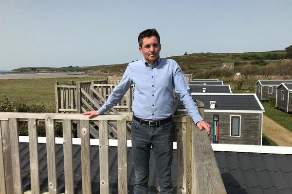 Nicolas Dayot Président national de la fédération de l'hôtellerie de plein air, propriétaire du camping de la plage de Tréguer à Sainte-Anne-La-Palud