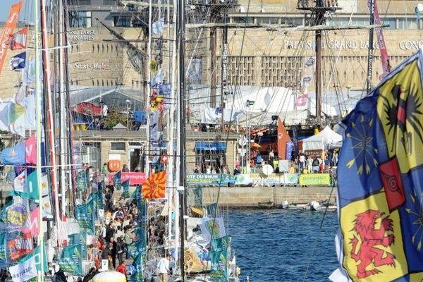 """A Saint-Malo, J moins deux avant le départ de la 10ème """"Route du Rhum - Destination Guadeloupe"""", célèbre course à la voile en solitaire qui a lieu tous les 4 ans."""