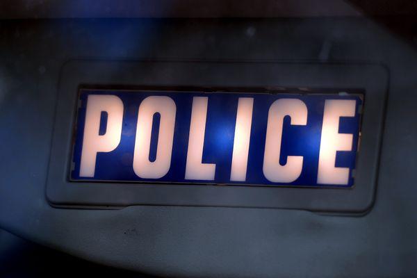 Le policier a été blessé au dos et s'est vu prescrire 7 jours d'ITT.