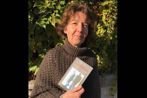 """Stéphanie Bossard, bénévole à RESF et auteure du livre """"Accueillir les migrants"""""""