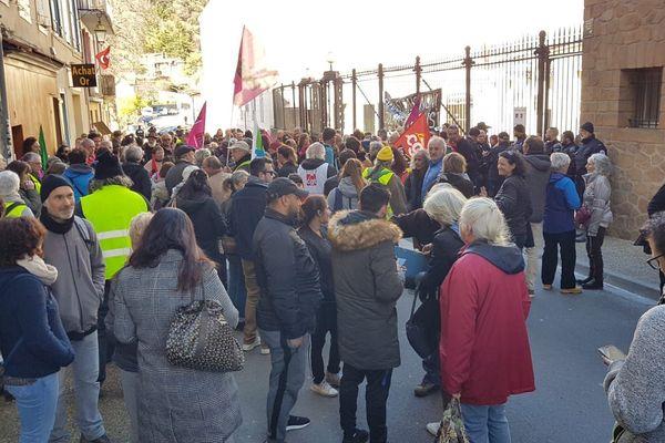 A Foix 150 personnes ont répondu à l'appel d'un collectif pour manifester contre la menace d'expulsion d'une famille Rom albanaise.