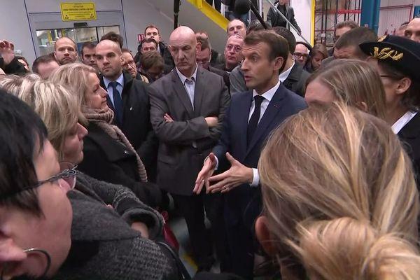 Lors de sa visite à Amiens, le président de la République Emmanuel Macron s'est entretenu avec les anciens salariés de Whirlpool/WN vendredi 22 novembre 2019