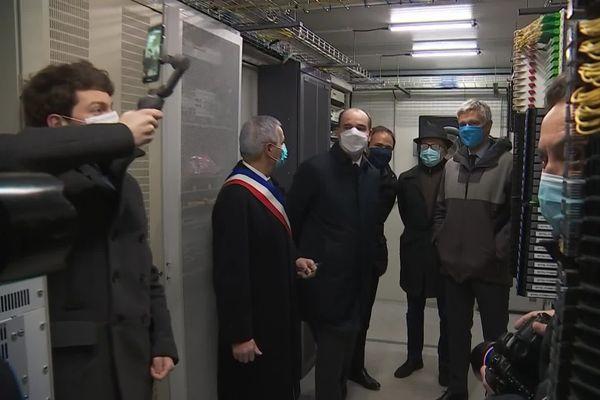 Le premier ministre a visité le noeud de raccordement de la fibre optique à Varennes-sur-Allier