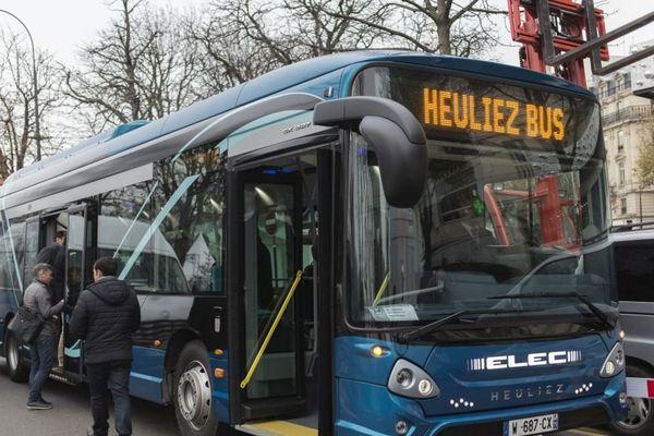 Un bus Heuliez Bus à Paris