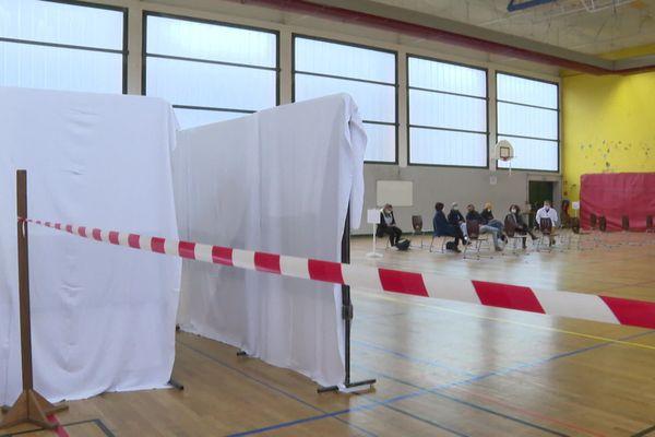 Le gymnase du lycée Littré à Avranches transformé en centre de dépistage les 28 et 29 janvier.