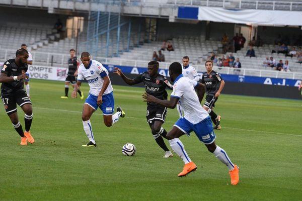 Auxerre s'est qualifié pour le 2e tour de la Coupe de la Ligue en battant le Gazélec Ajaccio par 3 buts à 1 mardi 14 août 2018.