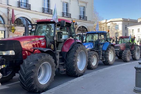 Les tracteurs étaient présent en force sur la place Jean-Jaurès à Tours.