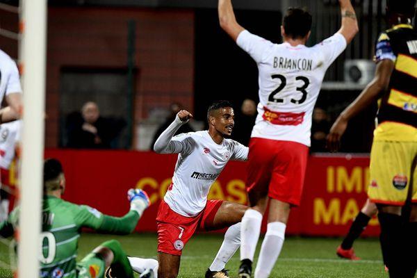 Victoire 1-4 pour Nîmes, qui jouait sur la pelouse d'Orléans.