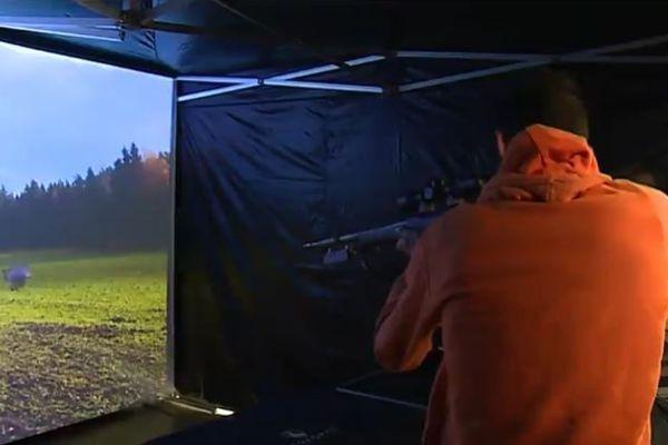 Des grandes surfaces spécialisées proposent des simulateurs de tir pour entraîner les chasseurs avant l'ouverture fixée au week-end prochain