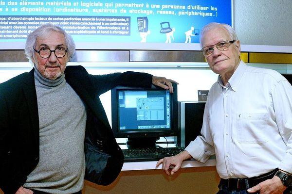 En mars 1989, il y a 30 ans, au CERN, naissaient les bases du Web, une technologie de partage d'informations permettant de naviguer de contenu en contenu. En France, ce sont Wojciech Wojcik et Daniel Charnay (à gauche sur la photo), ingénieurs du CNRS travaillant au Centre de calcul de l'IN2P3 (CC-IN2P3) du CNRS, à Lyon, qui montèrent le premier serveur, et donc la première page web.