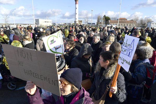 Image d'archive de la manifestation de soutien au migrants le 16/12/2017 sur le port de Ouistreham (14).
