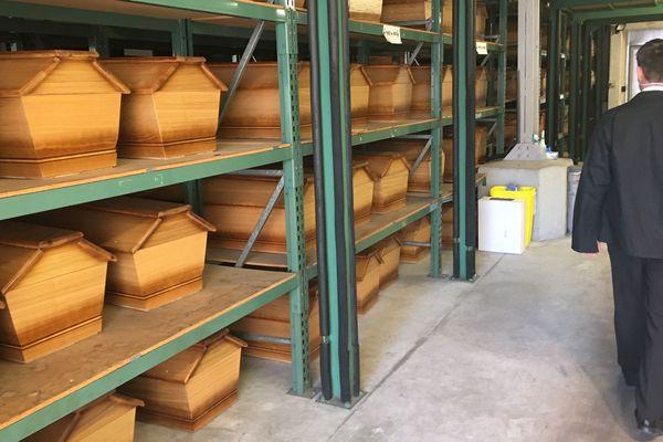 700 cerceuils ont été stockés par le service funéraire de Limoges au cas où l'épidémie aurait lourdement touché la ville.