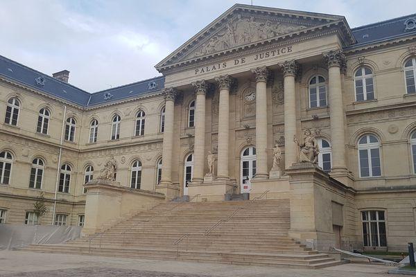 L'enquête, menée par la police judiciaire depuis mai 2019, a permis l'interpellation de cinq hommes lundi 30 septembre à proximité de la gare d'Amiens.