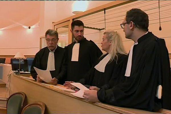 Les avocat de l'agresseur ont obtenu que la préméditation ne soit pas retenue.