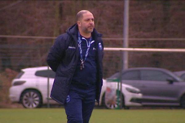 Le nouvel entraîneur de l'AJA à l'entraînement le 30 décembre 2017.