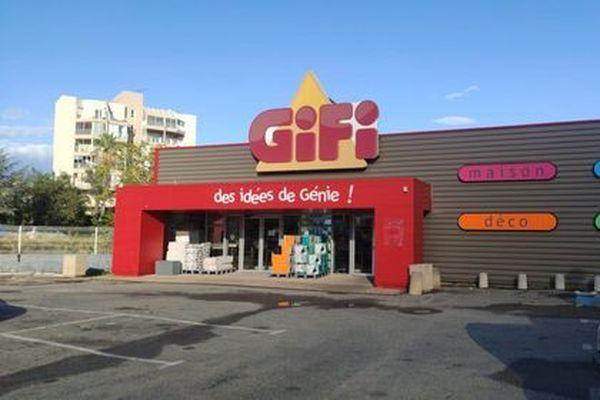 Le magasin Gifi, dans le quartier du Finosello à Ajaccio, a été braqué ce vendredi après-midi.