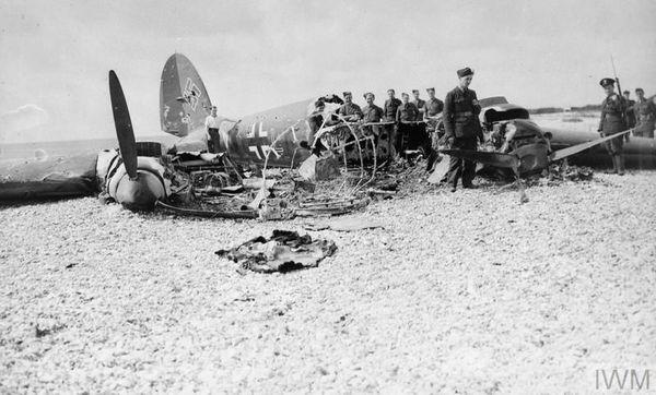 Un Heinkel He 111 abattu par le 145 Squadron, le 11 juillet 1940, dans le sud de l'Angleterre.