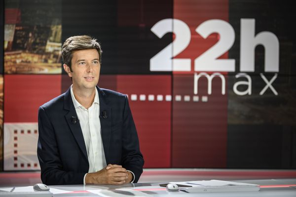 """Maxime Switek désormais à la tête de l'émission """"22h max"""" sur BFM TV."""