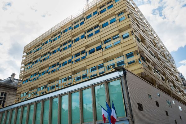 Le commissariat du XIIIe arrondissement de Paris a été fermé par mesure de précaution en lien avec le coronavirus.