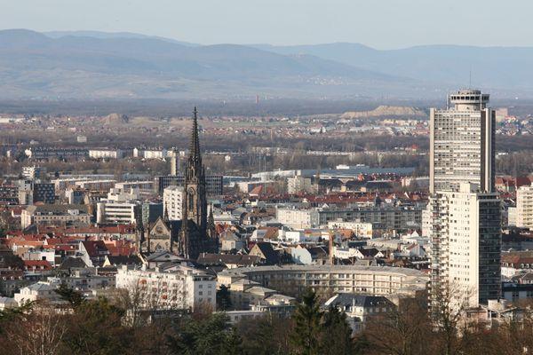 Vue sur Mulhouse depuis la tour du belvédère.