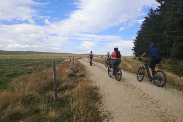 Des parcours VTT sur 2400 kilomètres à l'est du département du Puy-de-Dôme.