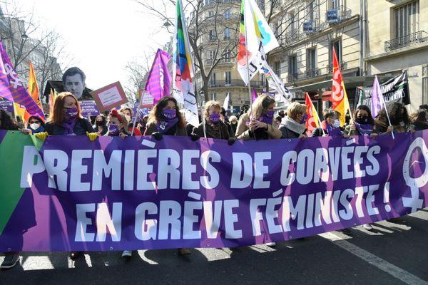 """Le cortège des """"premières de corvées"""" ce lundi 8 mars à Paris."""