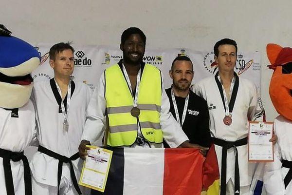 Mamoudou Bassoum, fondateur du club de Châlette (Loiret), a enfilé le gilet jaune sur le podium des championnats d'Europe de taekwendo.
