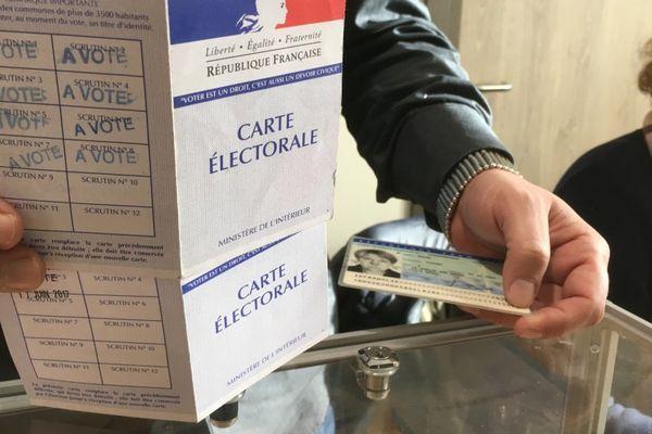 10/12/2017 - Les 233.988 électeurs corses votent dimanche pour choisir les 63 élus de la nouvelle collectivité territoriale unique qui naîtra le 1er janvier.