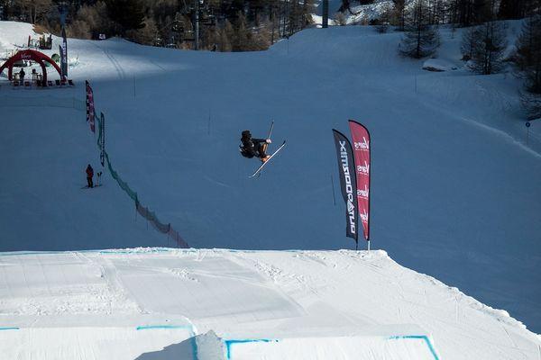 Ski et snowboard slopestyle, big air, kayak sur neige, parapente acrobatique… bienvenue à l'Outdoormix Winter Festival à Vars.