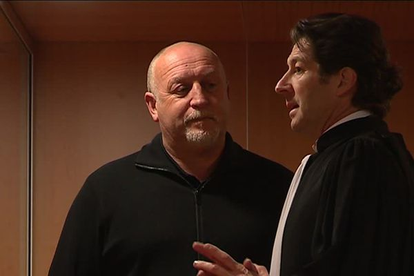 Franck Dumas et son avocat le 19 mars 2018 à la cour d'appel de Caen
