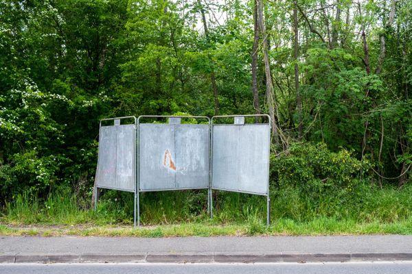 Des panneaux électoraux de campagne pour les élections régionales et départementales, à Pontoise dans le Val-d'Oise, début mai (illustration).
