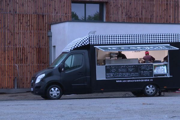 """""""Le camion de madame"""", le Food-truck des villages Aveyronnais"""