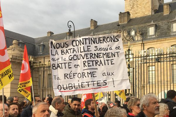 Plusieurs milliers de personnes ont défilé contre la réforme des retraites mardi 17 décembre 2019 à Dijon