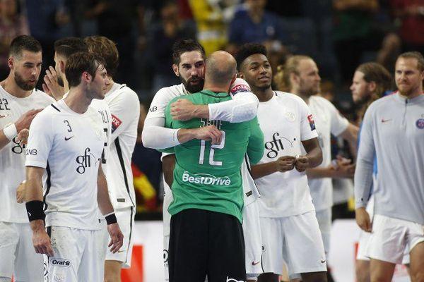 Gorazd Skof et Nikola Karabatic célèbrent leur victoire en demi-finale de la Ligue des Champions à Cologne, le 3 juin 2017.