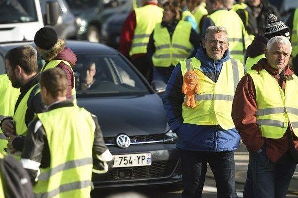 Les citoyens mobilisés partout en France comme ici à Dole. Les gilets jaunes étaient plus de 10.000 le samedi 17 novembre en Franche-Comté.