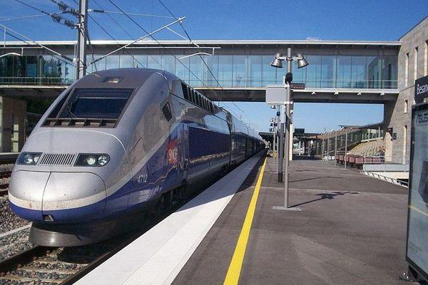 En TGV, la gare de Besançon Franche-Comté est à 2 heures de Paris, et 3 heures 45 de Marseille.
